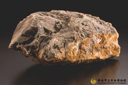 本山礦場矽化安山岩(含銅量較高)圖2