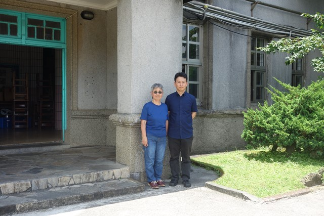 76歲的山口奶奶帶著兒子一同回到金瓜石,找尋她的出生地「金瓜石礦山」