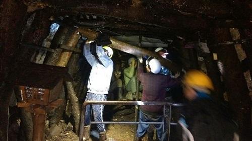 老礦工架「牛條仔」守護坑道安全